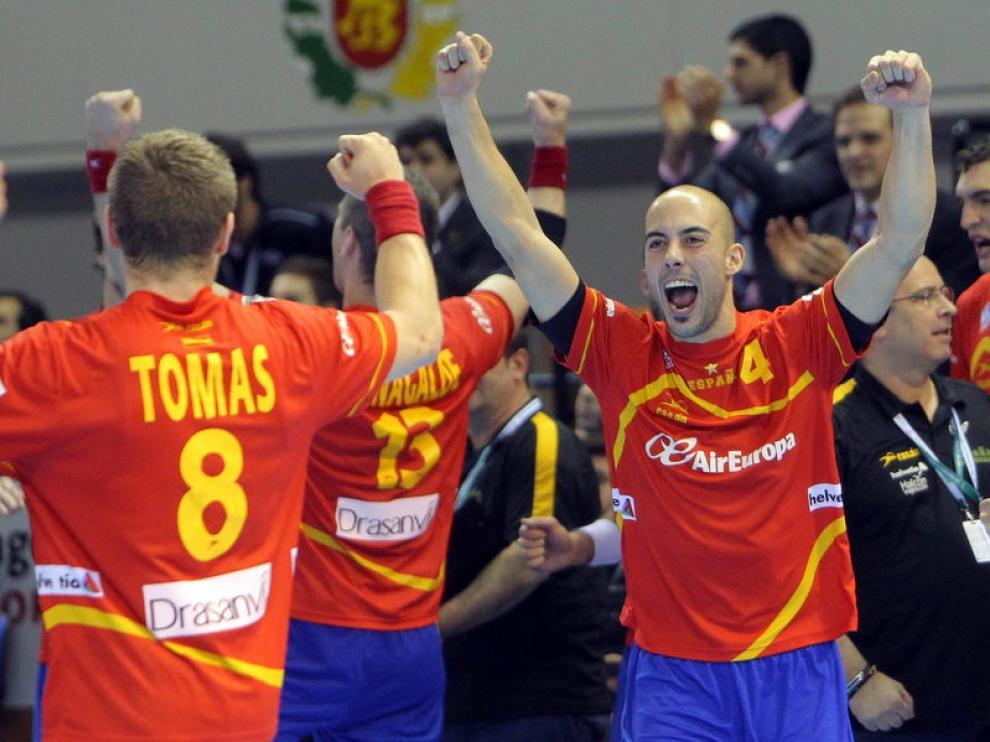 Víctor Tomás, Julen Aguinagalde y Albert Rocas celebran la victoria