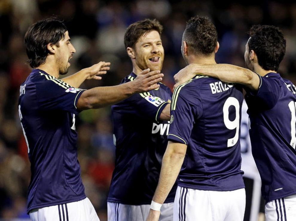 Khedira celebró el gol con sus compañeros
