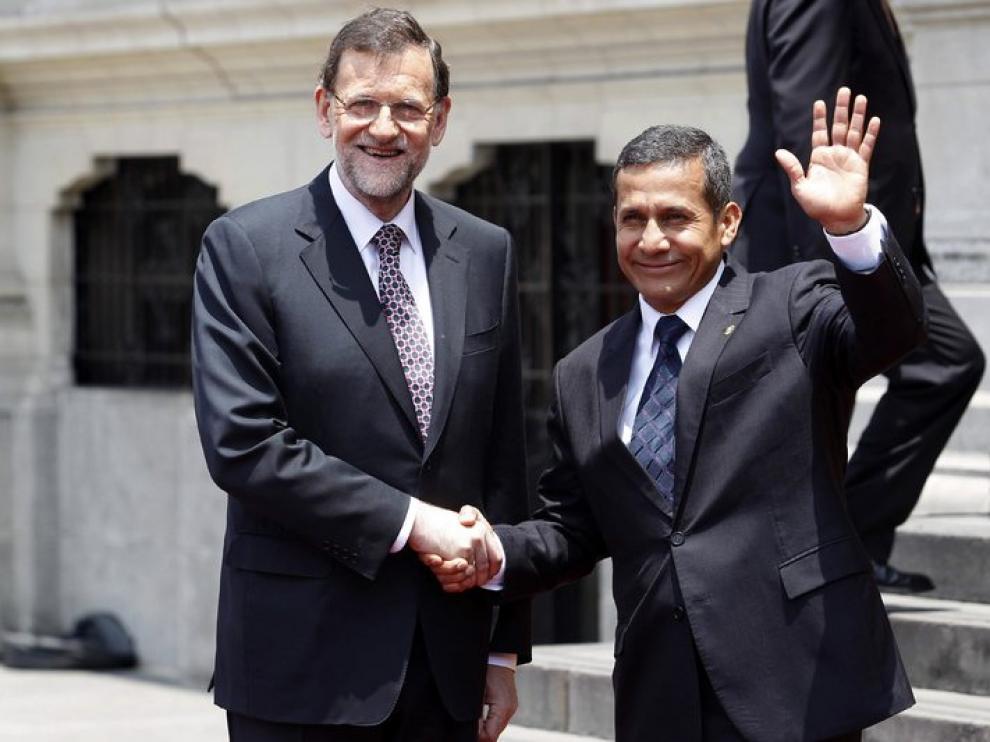 Rajoy y Humala posan para los medios.