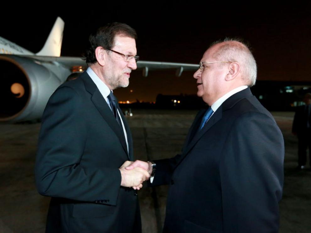 Rajoy fue recibido en el aeropuerto por el ministro peruano de Defensa, Pedro Cateriano
