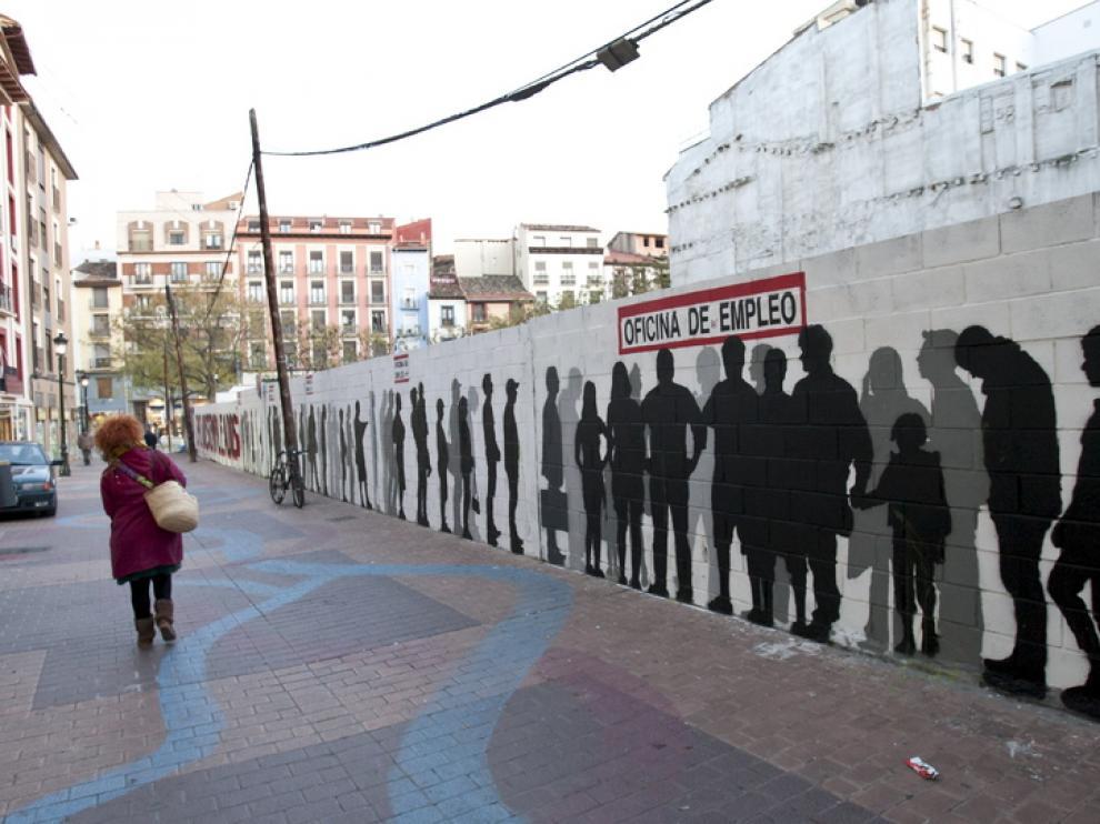 Un mural alerta del problema del desempleo, en Zaragoza