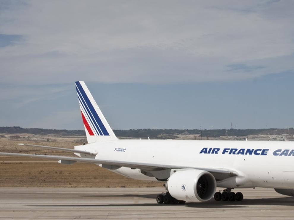 Un avión de Air France, en el aeropuerto de Zaragoza