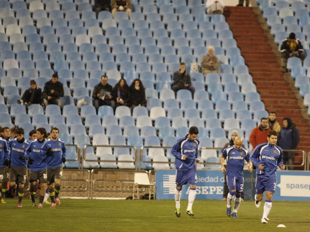 Los futbolistas del R.Zaragoza, en un calentamiento