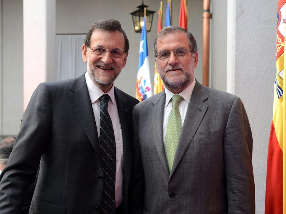 Rajpy posa junto al empresario chileno Gastón Cruzat