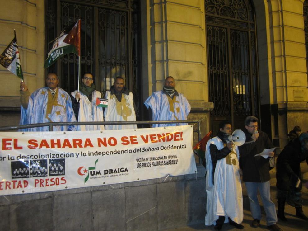 Más de un centenar de personas se han reunido en apoyo al pueblo saharaui