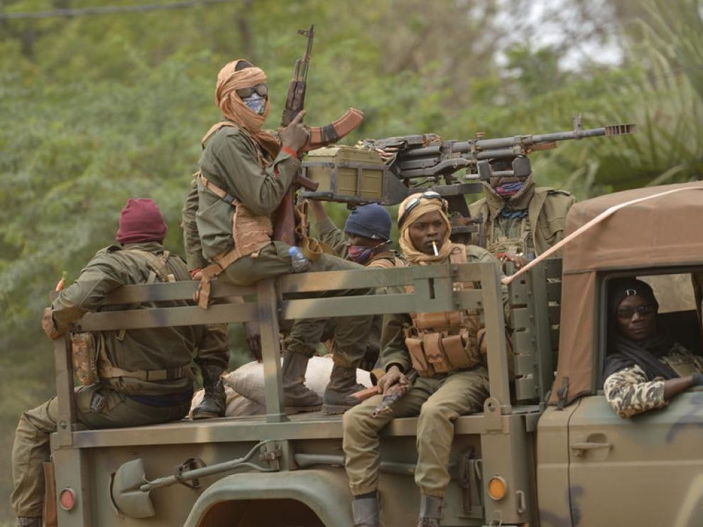Soldados malienses en la ciudad de Diabaly, a 400 kilómetros de Bamako