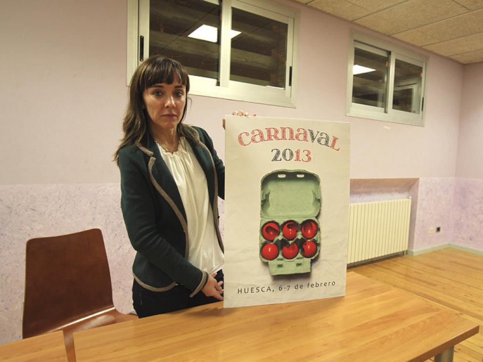 La concejal Gemma Allué sostiene el cartel ganador