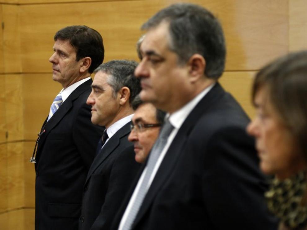 Eufemiano Fuentes, a la izquierda, en el juicio por la Operación Puerto