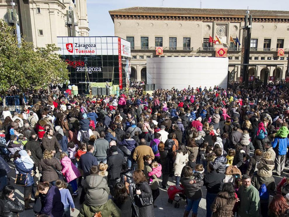 Las calles de Zaragoza se llenaron de gente en la celebración del día de su patrón.
