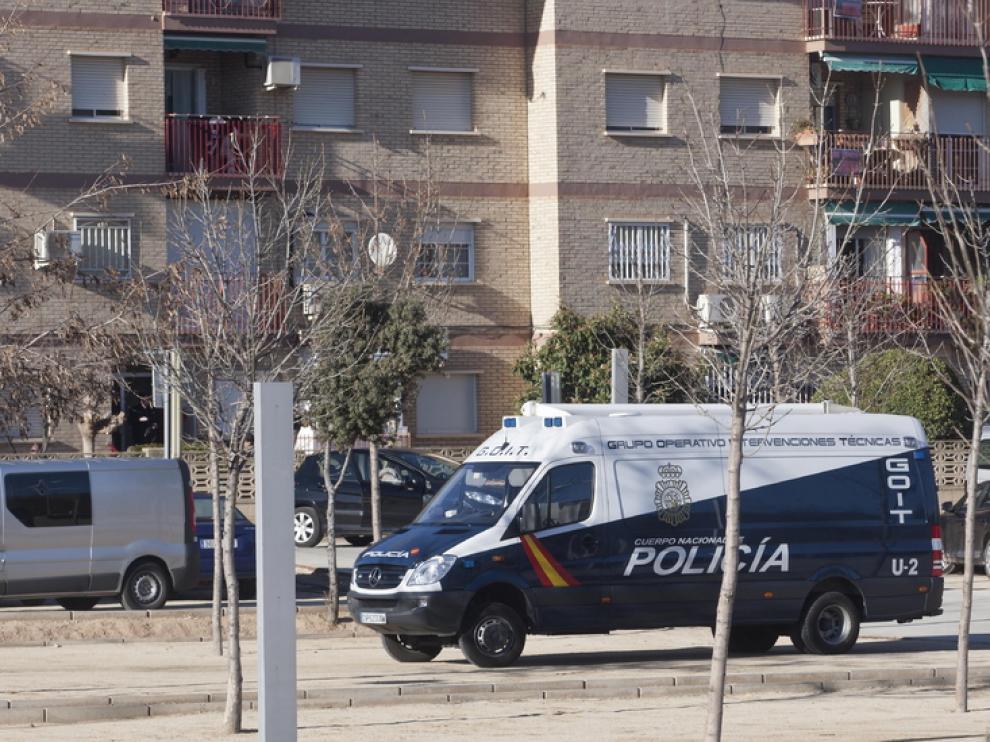 Imagen de archivo del dispositivo policial que se organizó en el piso de la pareja