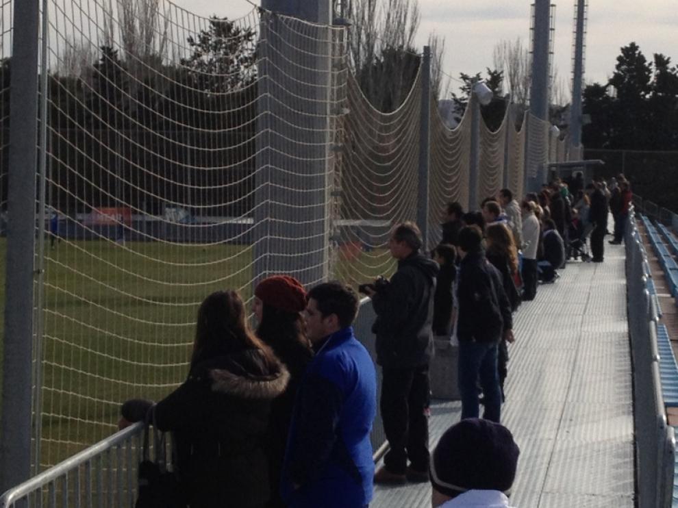 Varios aficionados aprovecharon la festividad de San Valero para acercarse hasta la Ciudad Deportiva.