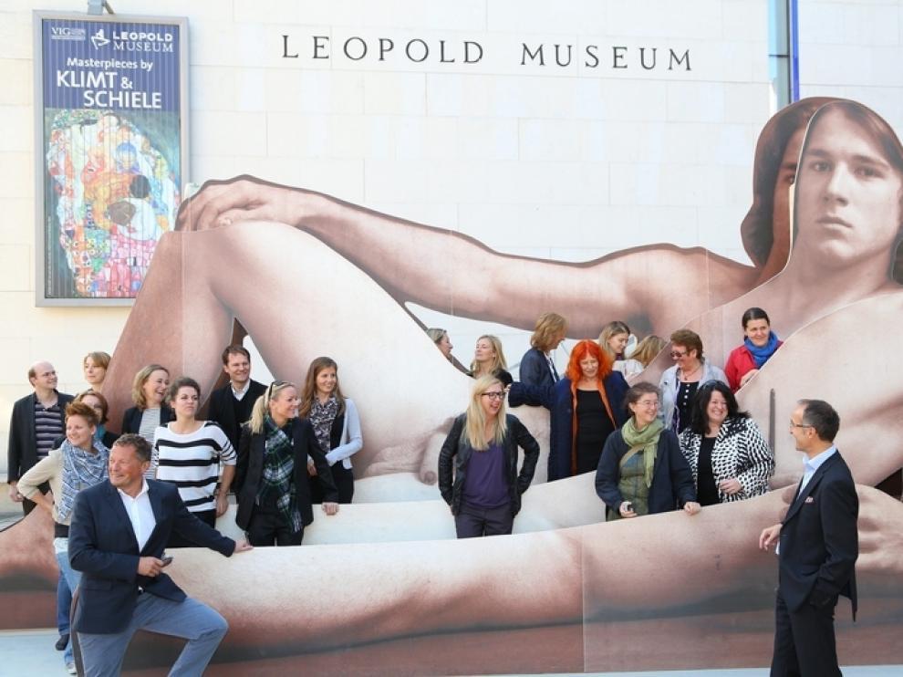 La exposición alberga más de 300 cuadros, fotos y esculturas con desnudos masculinos