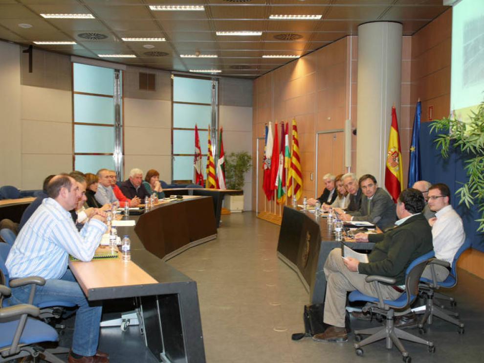 Reunión de la CHE con los afectados