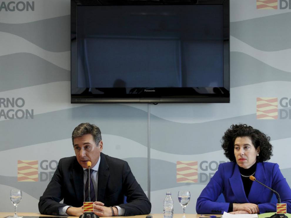 Oliván en la presentación de María Ángeles Alcutén