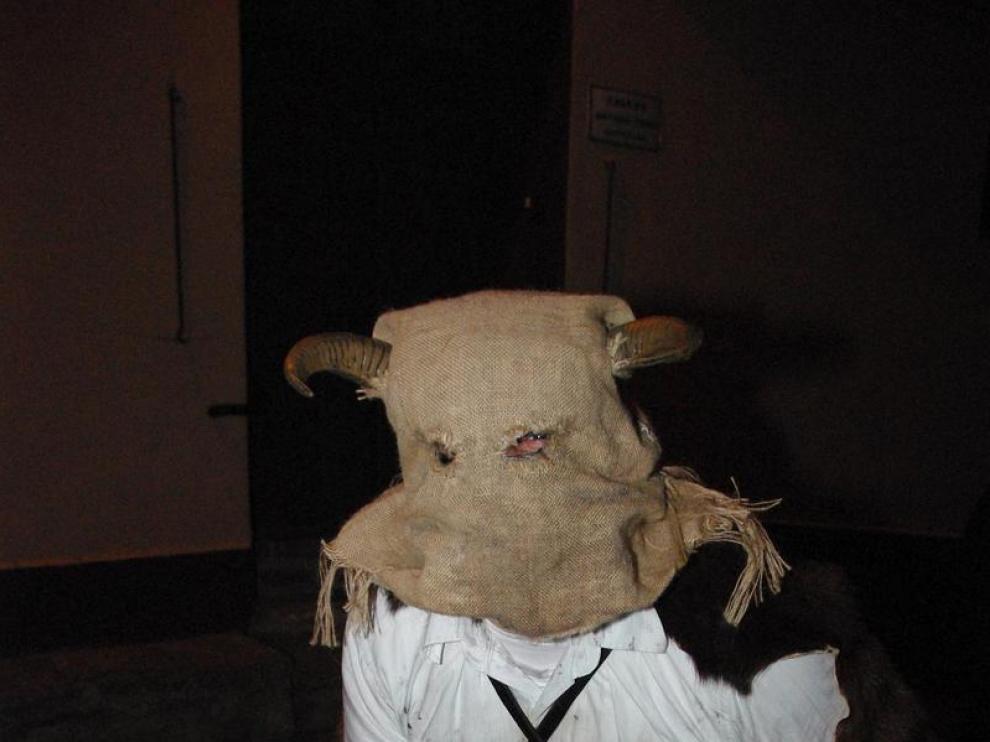 Un 'fiero', personaje típico de los carnavales de Agüero