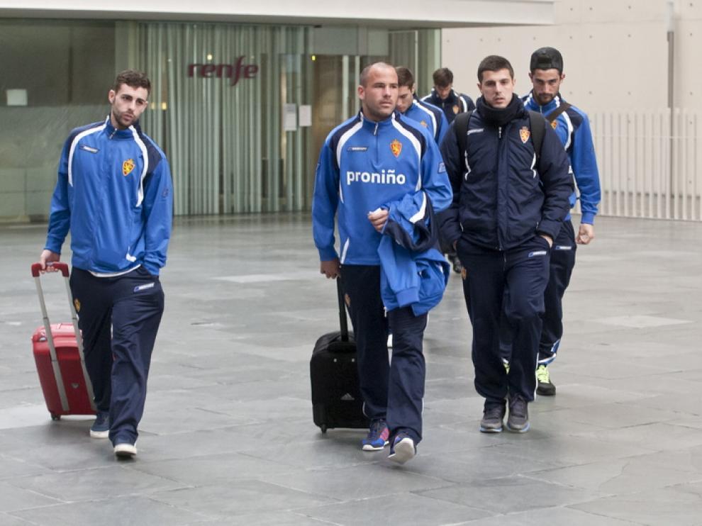 Los jugadores del Real Zaragoza parten hacia Málaga