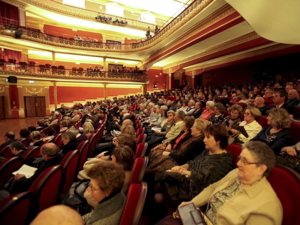 Público del Teatro Olimpia de Huesca.