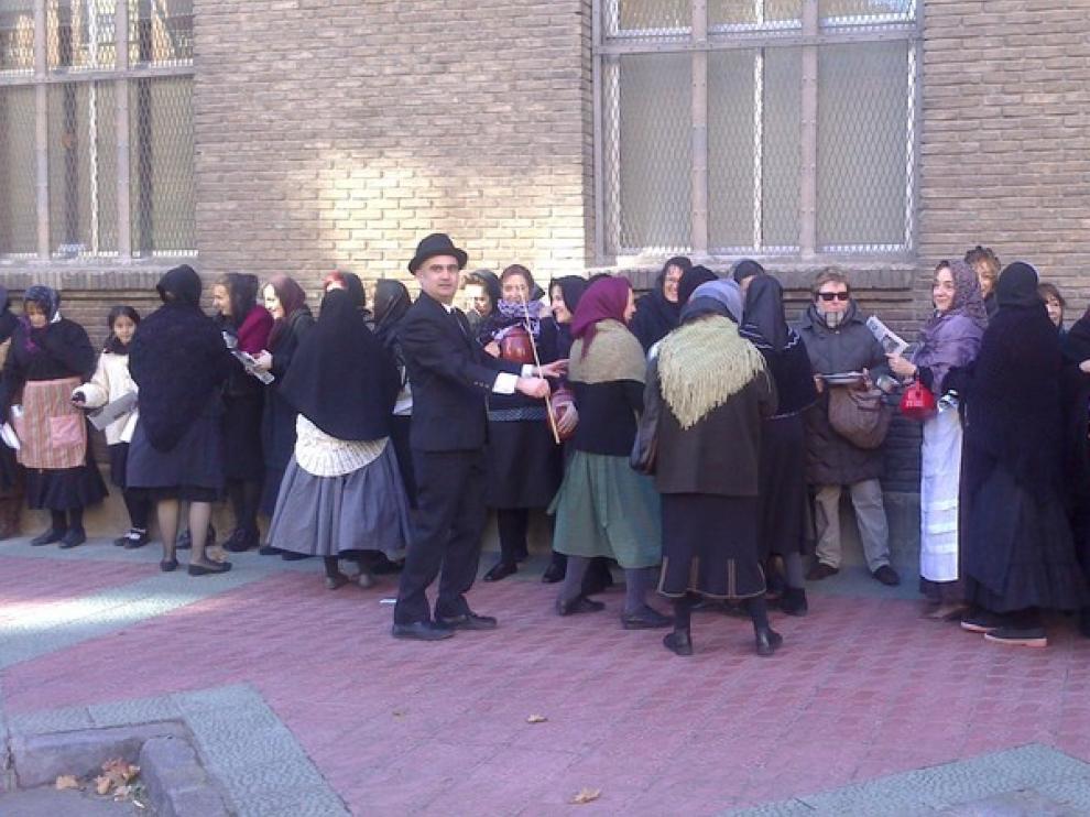Durante la concentración muchos de los asistentes se han vestido de época