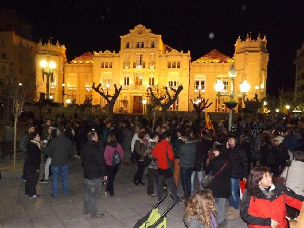 Unas 200 personas han mostrado su rechazo en Huesca a la corrupción política