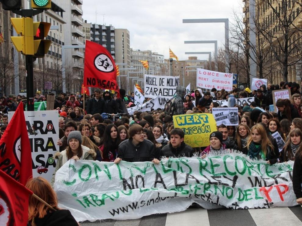 Los estudiantes de secundaria protestan contra los recortes en Educación y la LOMCE en Zaragoza
