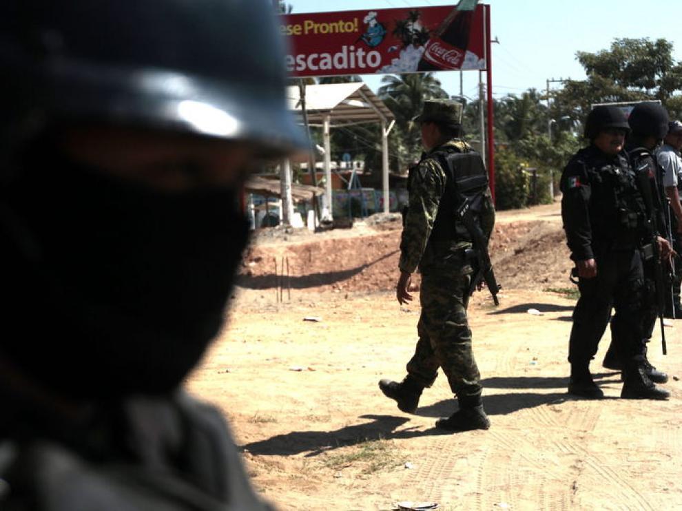 Militares y policías federales realizan un operativo