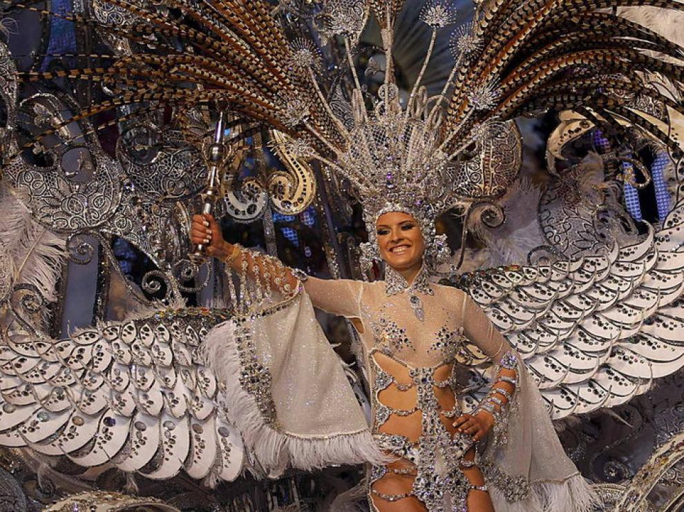 Soraya Rodríguez con su fantasía 'Volare' fue elegida reina del carnaval
