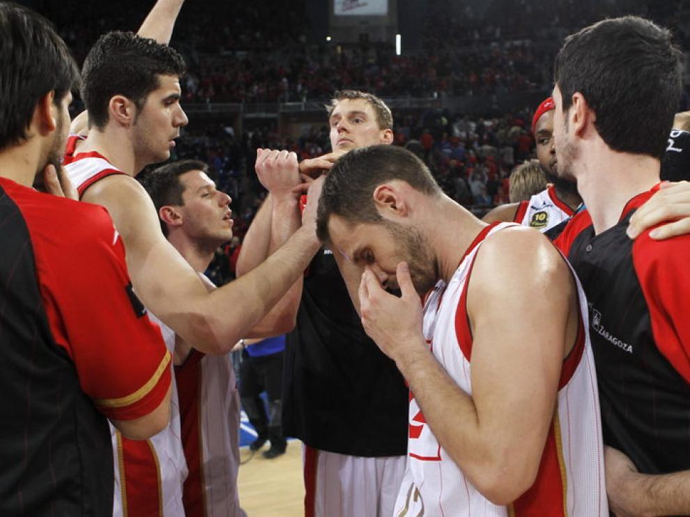 Los jugadores del CAI tras perder el segundo partido de semifinales de la Copa del Rey.