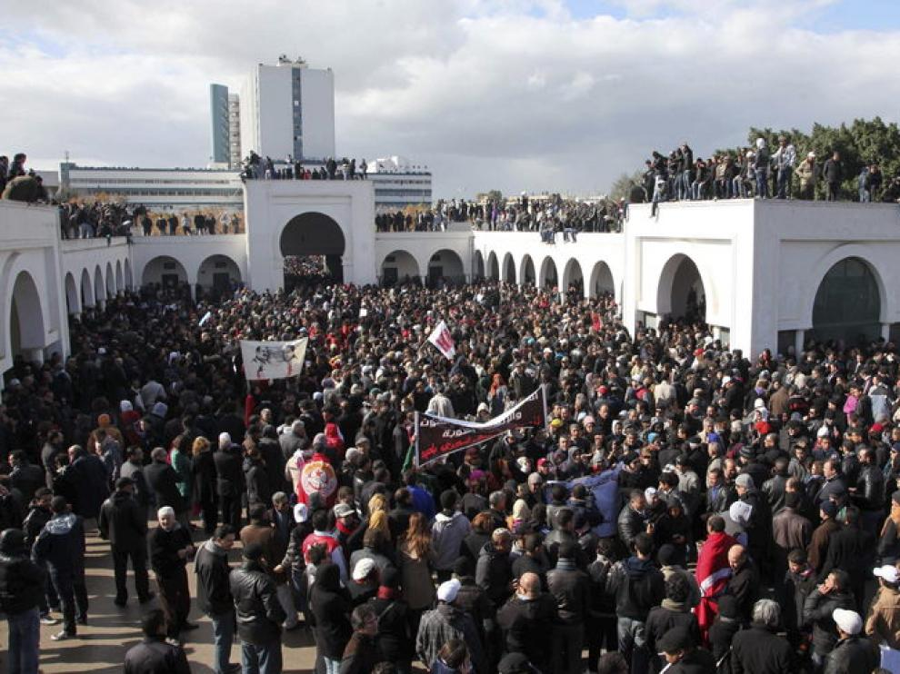 Numerosas personas acudieron al funeral de Bel Aid