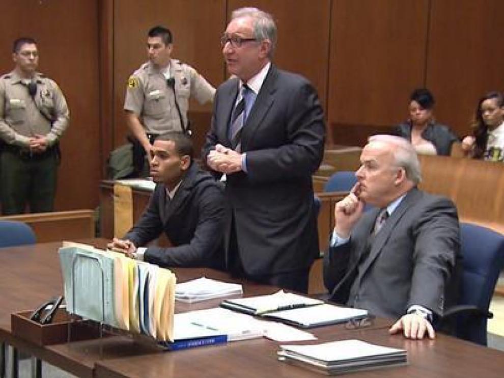 La cantante acompañó a su pareja durante el juicio.
