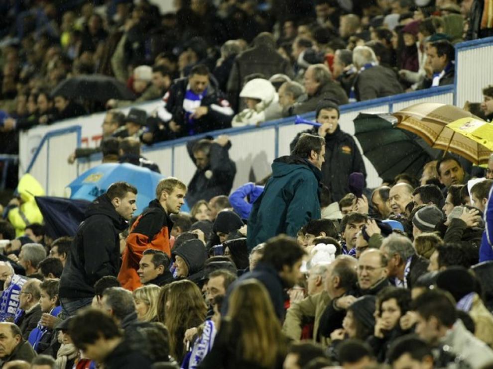 Algunos seguidores abandonaron La Romareda antes del pitido final contra la Real Sociedad