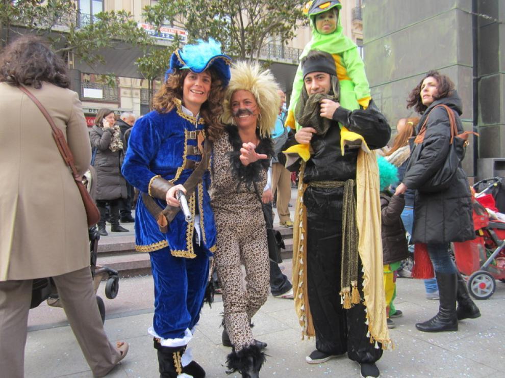Algunos adultos se han animado a disfrazarse con los más pequeños