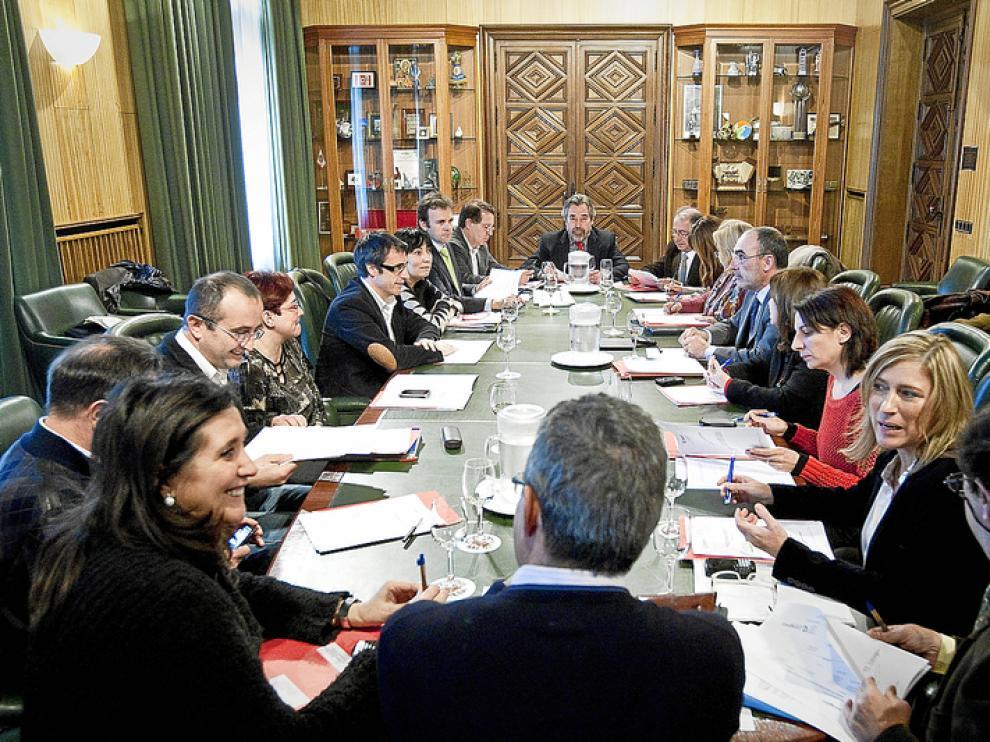 Una reunión de 10 minutos cuesta 7.000 euros en dietas