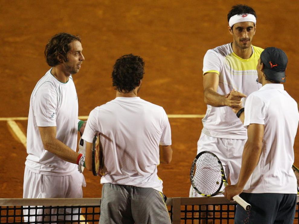 Nadal y Mónaco saludan a sus rivales, Paolo Lorenzi y Potito Starace.