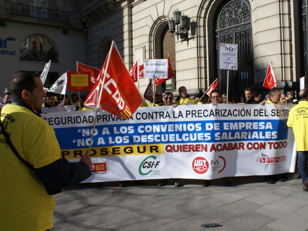 Concentración de los trabajadores de Prosegur en la plaza de España.