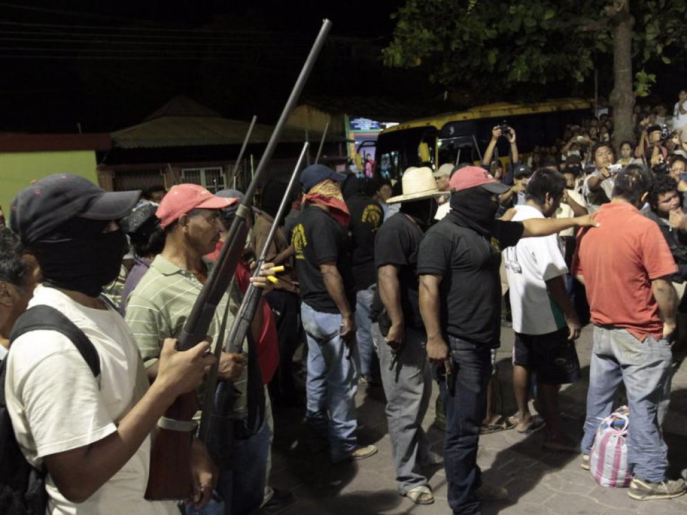 Civiles armados organizan patrullas