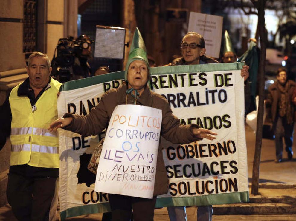 Afectados por las preferentes de Bankia protestan ante la Audiencia Nacional