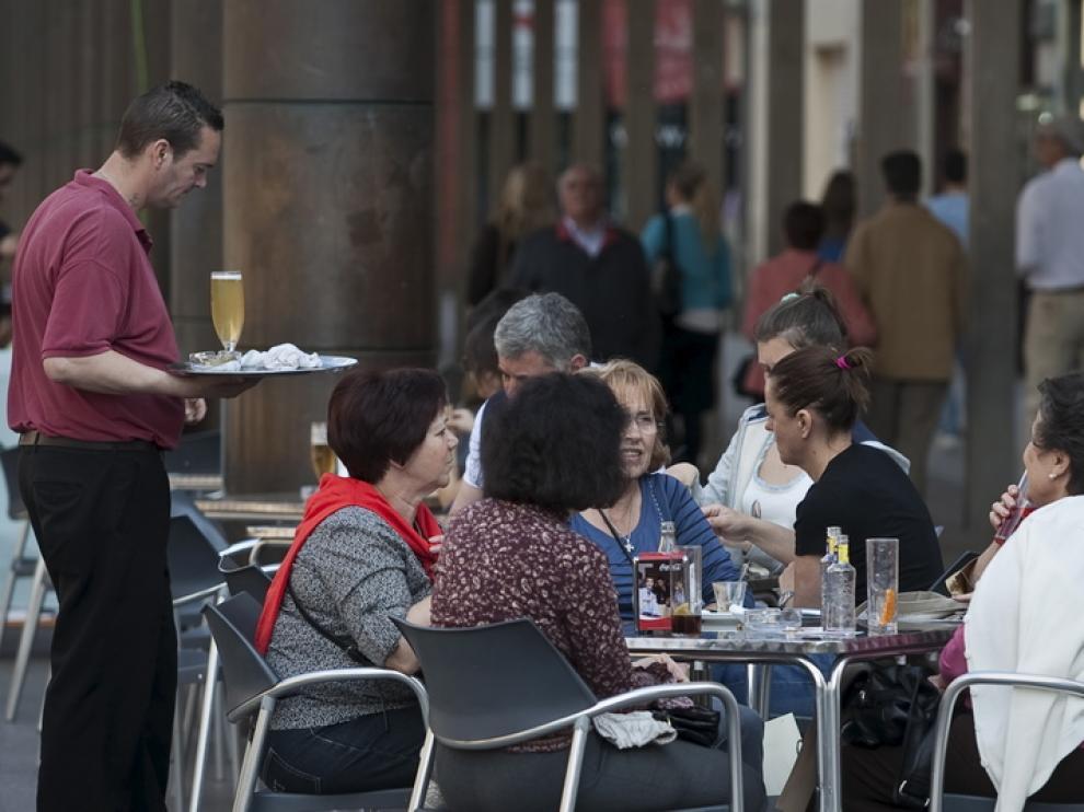 Camarero, uno de los empleos más ofertados en el primer trimestre en Aragón