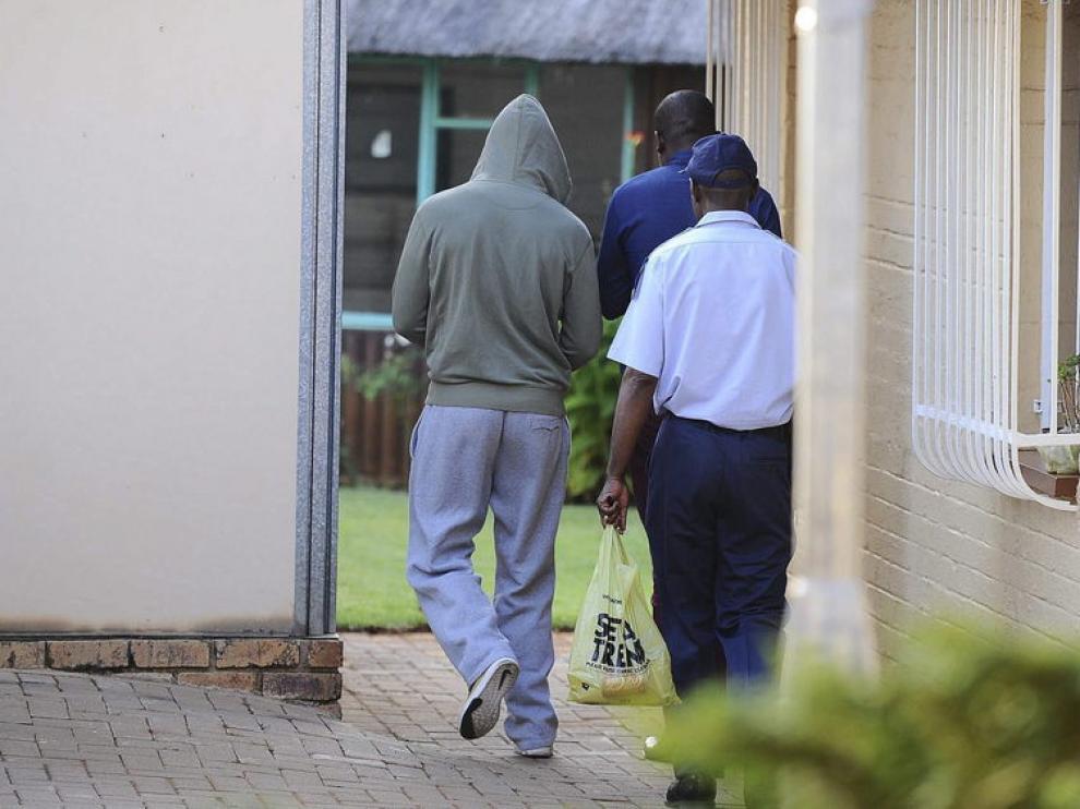El atleta fue detenido por la policía en su casa