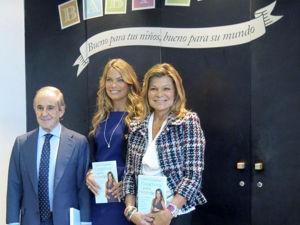 Carla Goyanes presentó su libro acompañada por su madre Cari Lapique