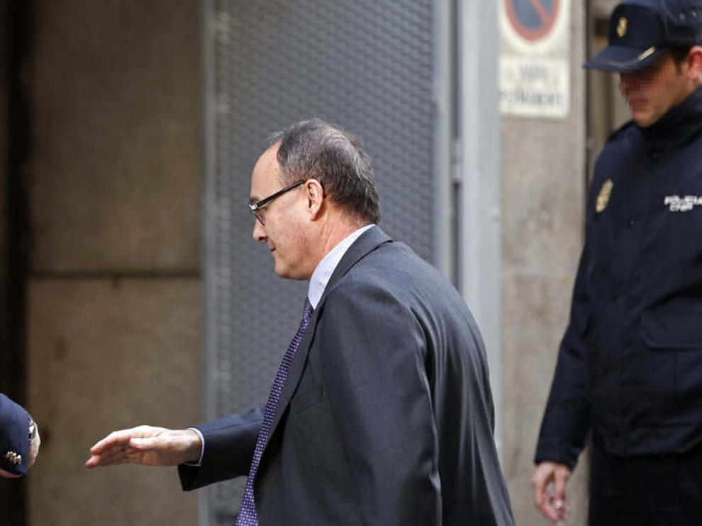 El gobernador del Banco de España, Luis María Linde, llega a declarar a la Audiencia Nacional