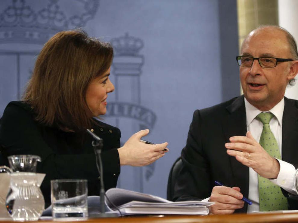 Soraya Sáenz de Santamaría y Cristóbal Montoro, durante la rueda de prensa tras el Consejo de Ministros