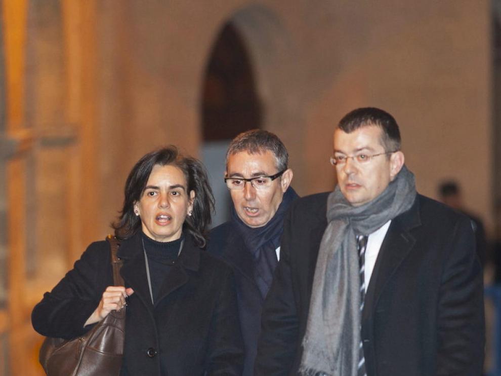 Diego Torres, su mujer y su abogado saliendo del juzgados