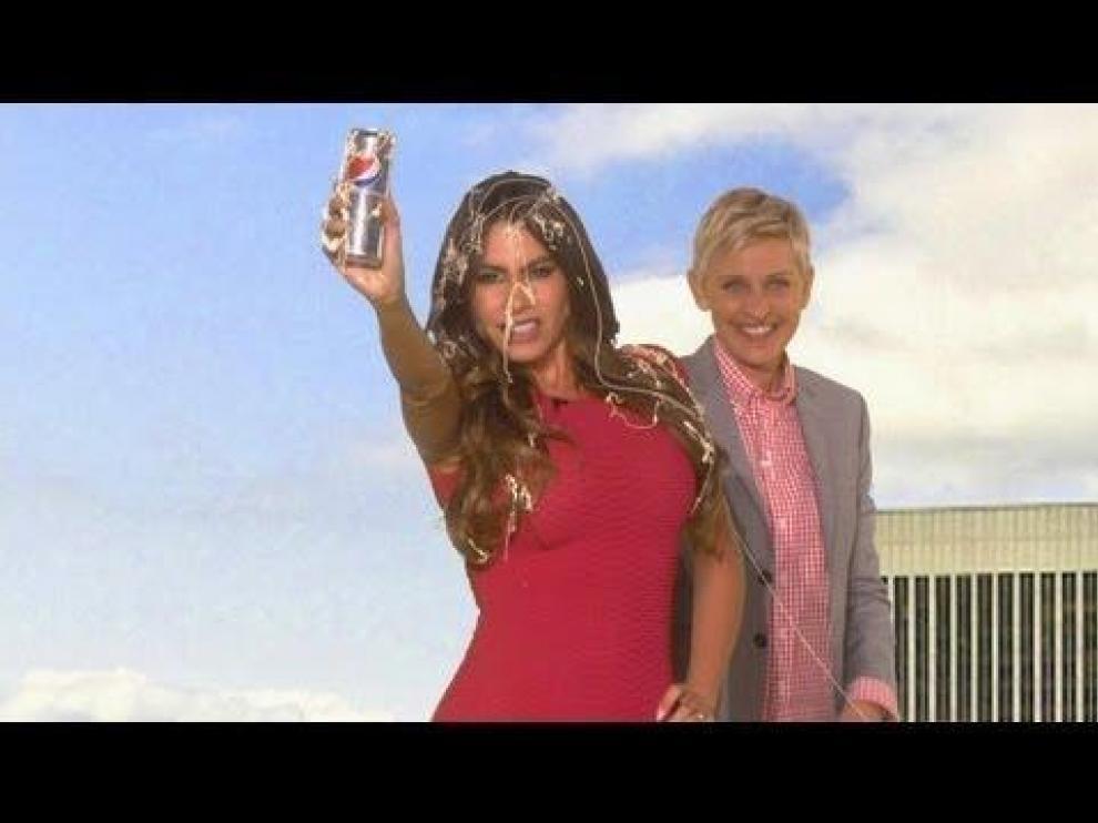 Vergara intentó hacer promoción de unos refrescos mientras Ellen la distraía