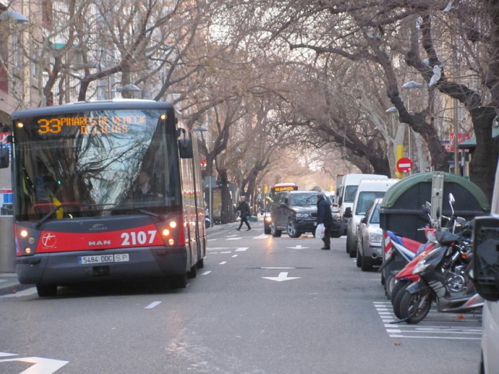 Autobuses, a su paso por la avenida de América