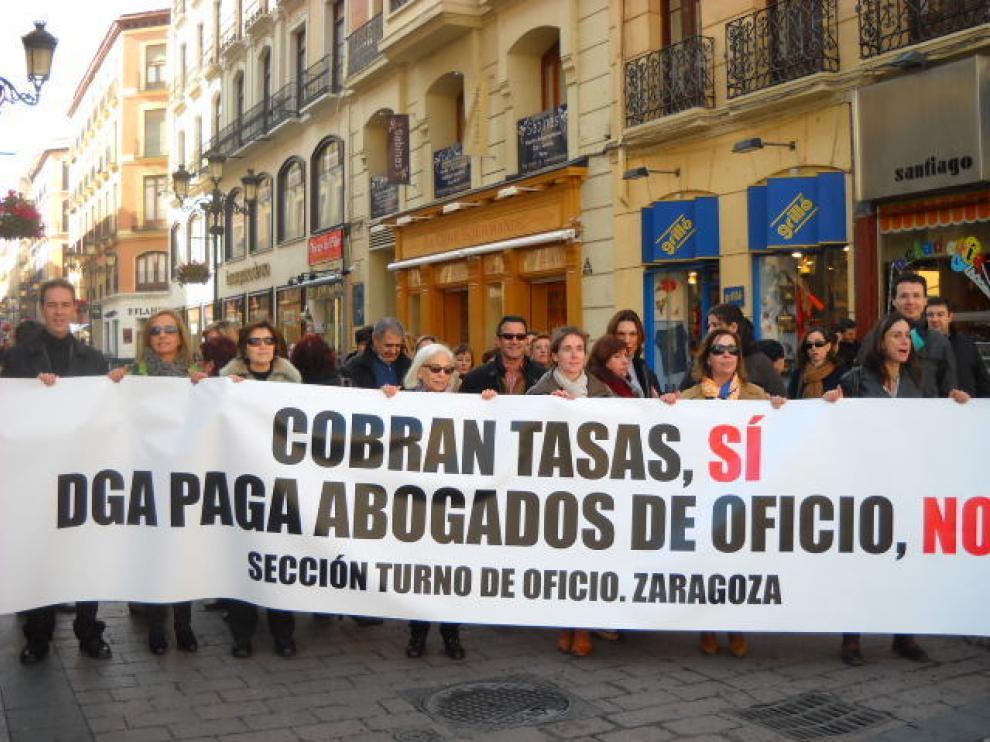 Una veintena de abogados de oficio se unen a la concentración