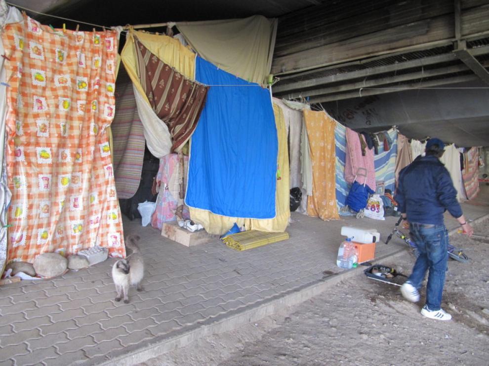 Campamento bajo el puente del Huerva