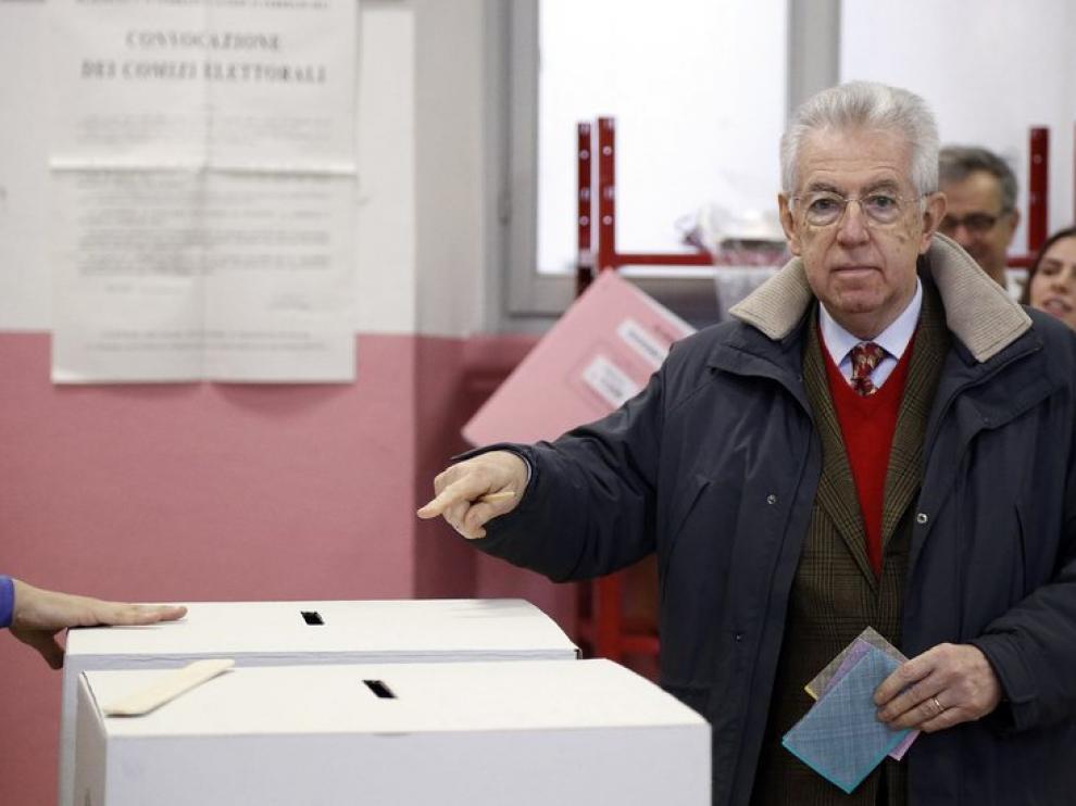 Mario Monti deposita su voto