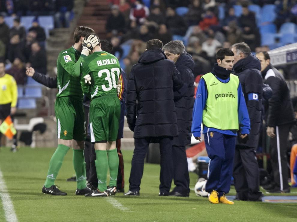 Leo Franco abraza a Pablo Alcolea