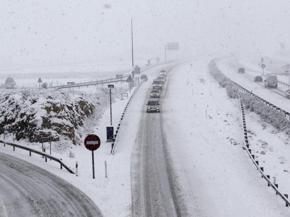 Aspecto de la autovía mudéjar nevada este jueves