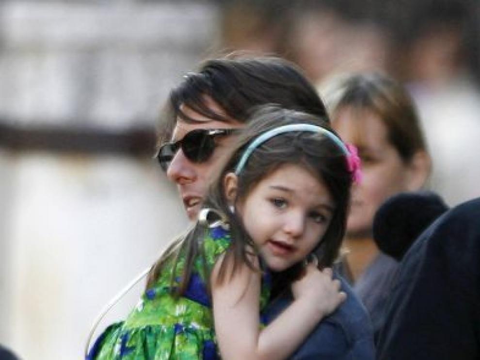 Suri con su padre Tom Cruise, foto de archivo